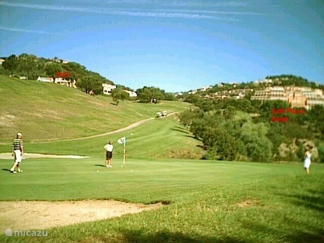 Huis vanaf de golfbaan (links boven)