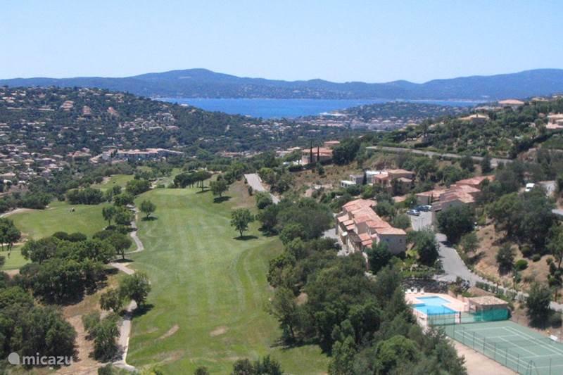 vakantiehuis domaine du golf in sainte maxime c te d azur frankrijk huren. Black Bedroom Furniture Sets. Home Design Ideas