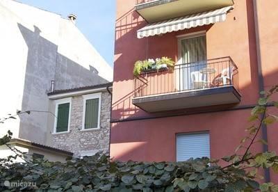 Woonkamer met balcon zuid