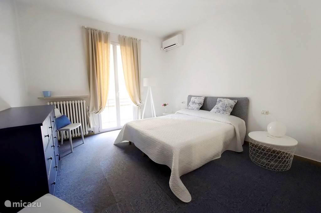 Twee persoons slaapkamer met balkon noord