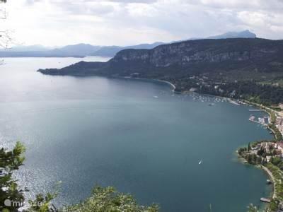 Baai van Garda vanaf berg La Rocca