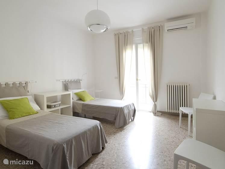 2e Slaapkamer, 2 eenpersoons bedden.