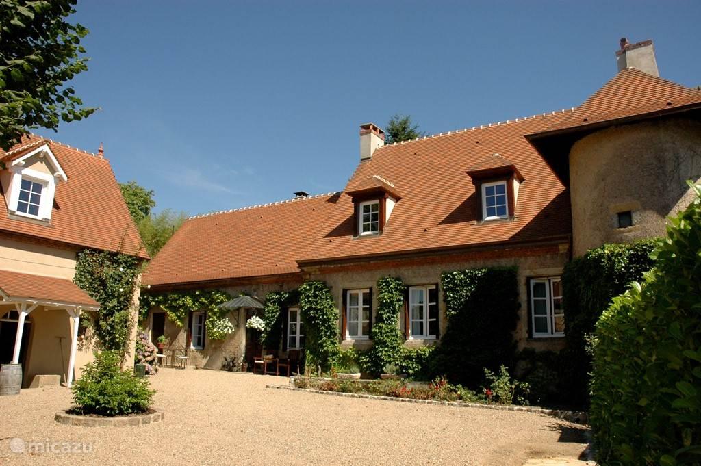 Vakantiehuis Frankrijk, Bourgogne, Issy-l'Evêque gîte / cottage Clos Laraison luxe designhuis