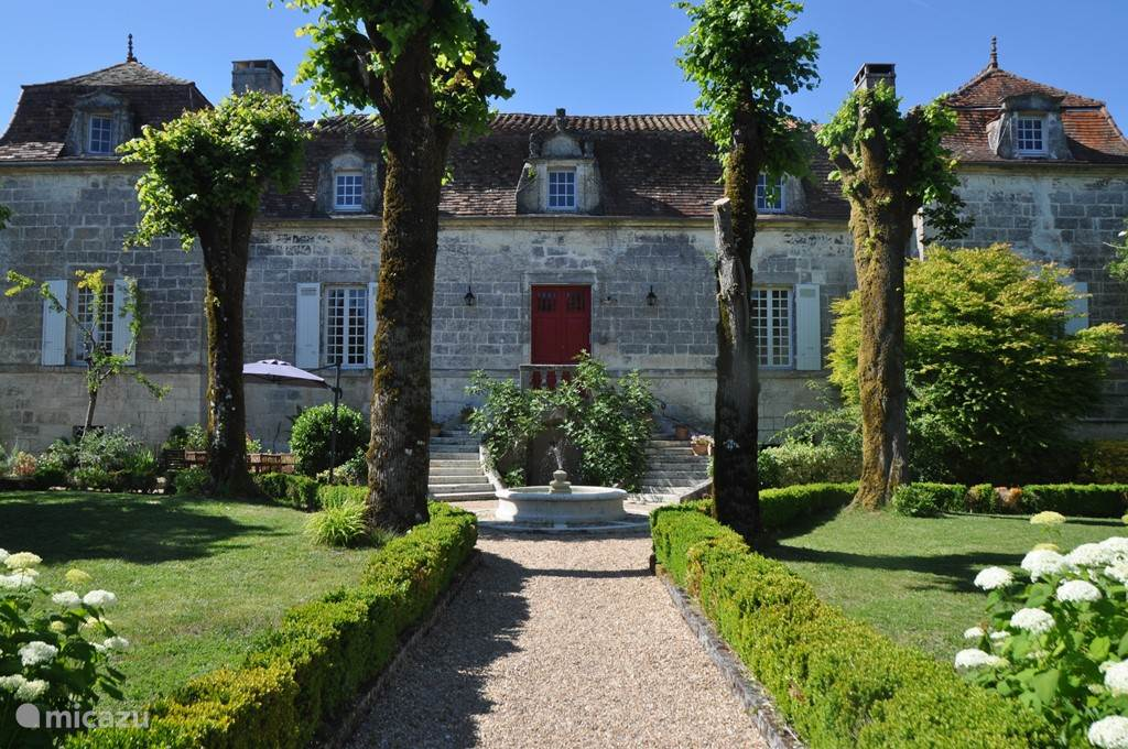 Vacation rental France, Dordogne – manor / castle Chassenat, a 18th century estate