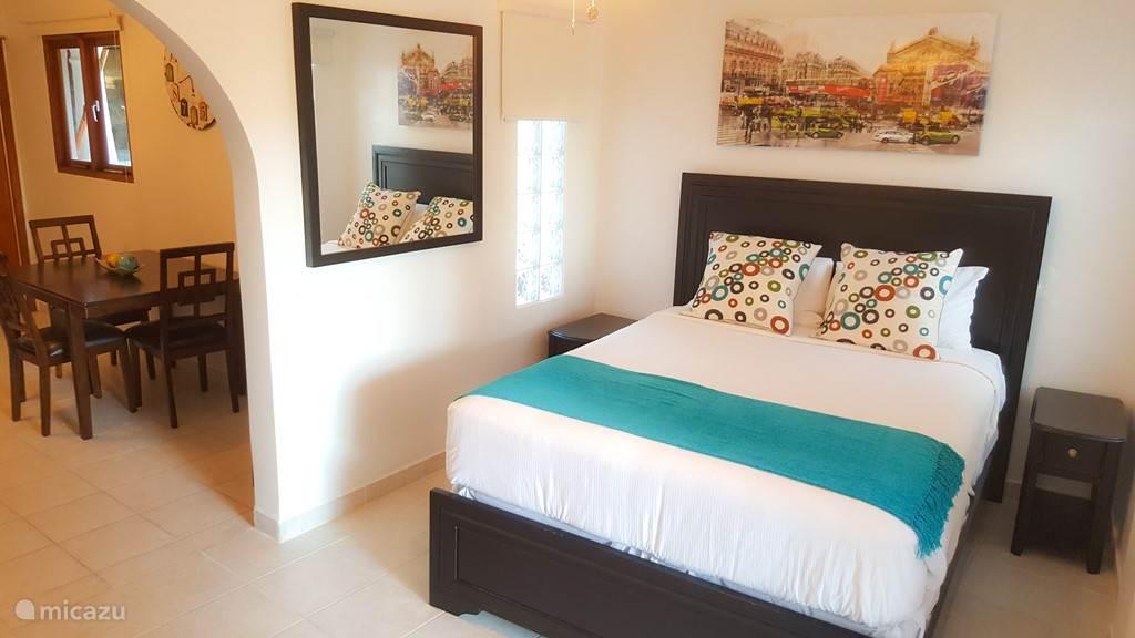 Vakantiehuis Aruba, Noord, Palm Beach Appartement Leuke studio met zwembad toegang