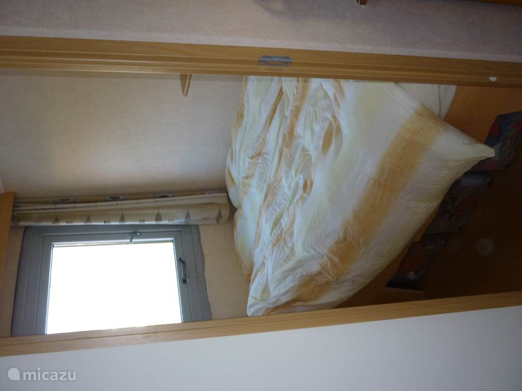 slaapkamer 3 : bed 120 cm breed 1 a 2 pers.