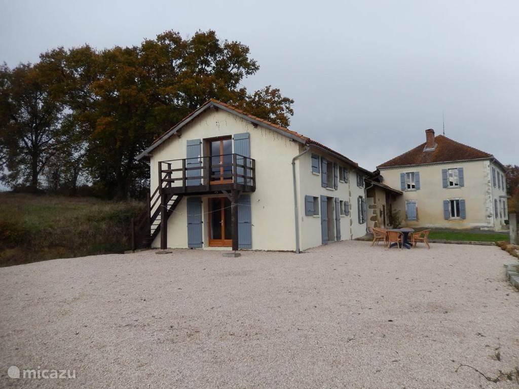 Het 'maison d'amis' met op de achtergrond het hoofdhuis