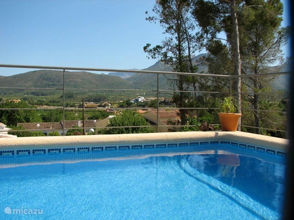 fantastisch uitzicht op Alcalali en de Coll de Rates vanaf terras