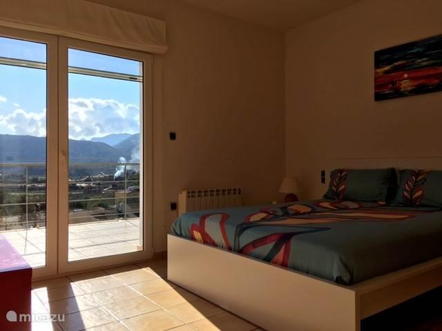 master bedroom met fantastisch uitzicht op de Jalon vallei, 1ste verdieping
