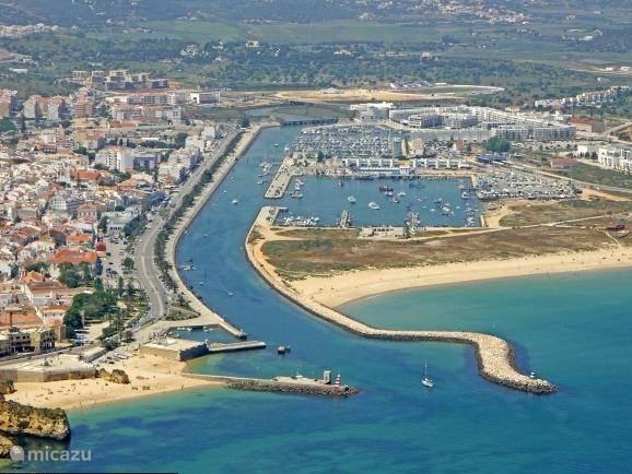 De haven, het strand en het historische centrum zijn allemaal op loopafstand