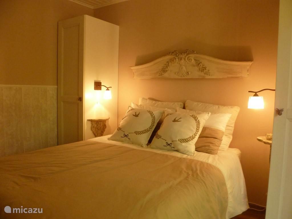 Eerste slaapkamer metmet dubbelbed