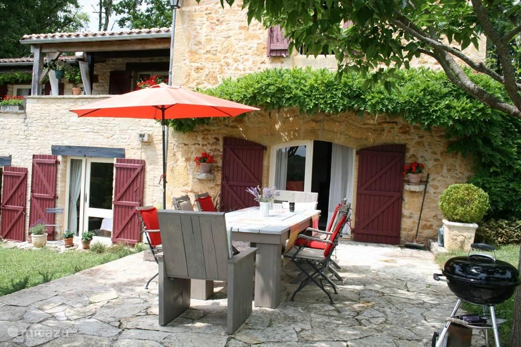 Hier kunt u genieten van al de heerlijke produkten uit de regio en van een heerlijke Cahors-wijn.