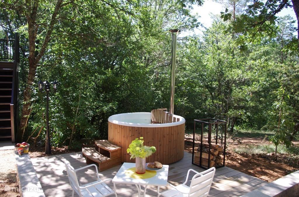 'Hot Tub' en het terras op de begane grond