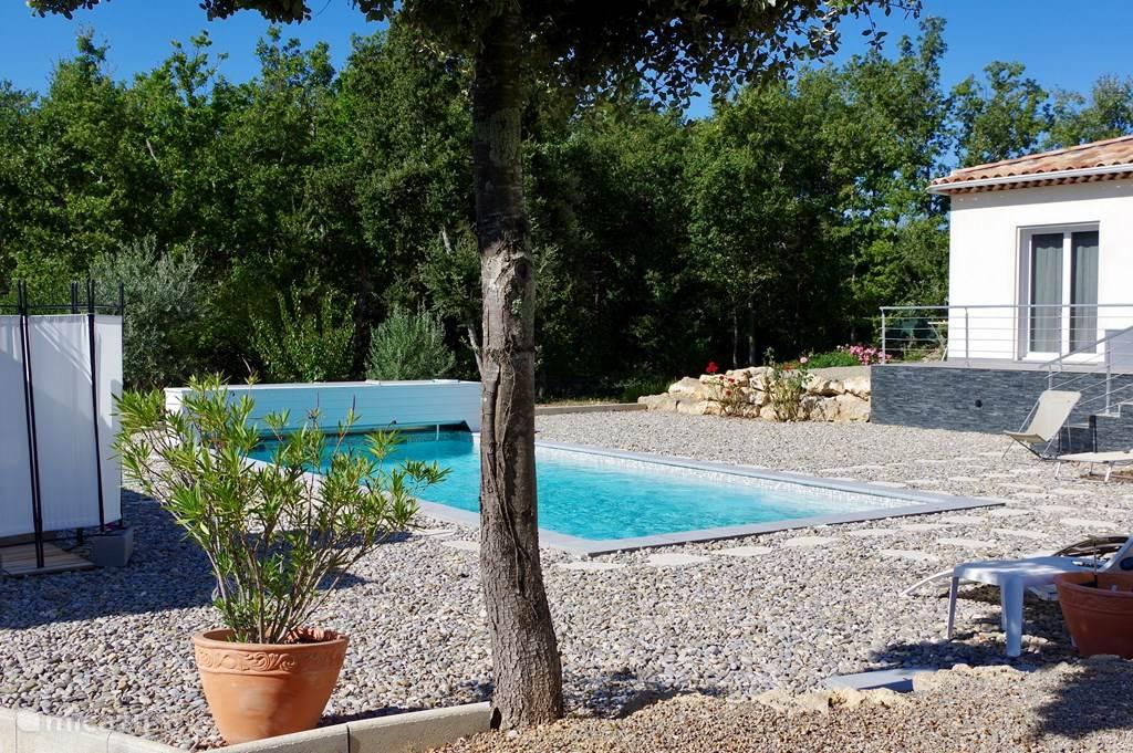 villa des Gu zwembad en terras