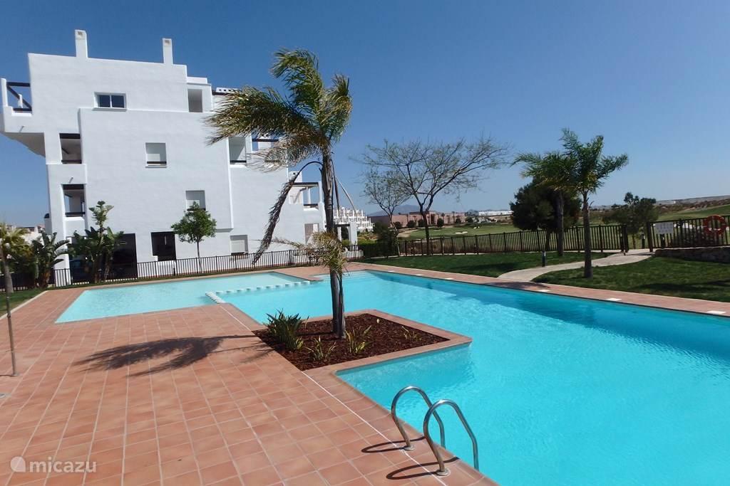 Luxe Penthouse Golfview (3e etage) met gezamenlijk zwembad en direct gelegen aan de golfbaan.