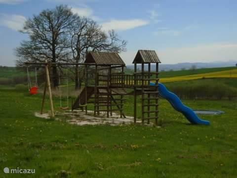 Speeltuin en trampoline