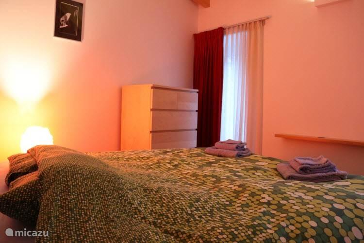 Slaapkamer met dubbelbed of 2 enkele bedden