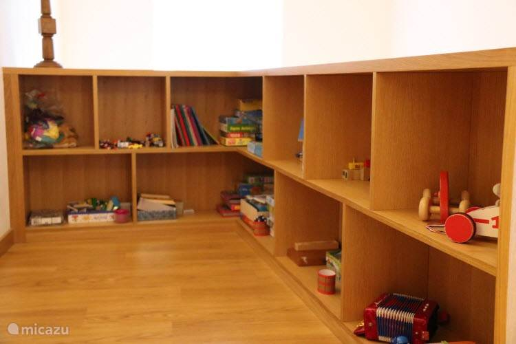 Speelgoed en traphek aanwezig op de eerste verdieping