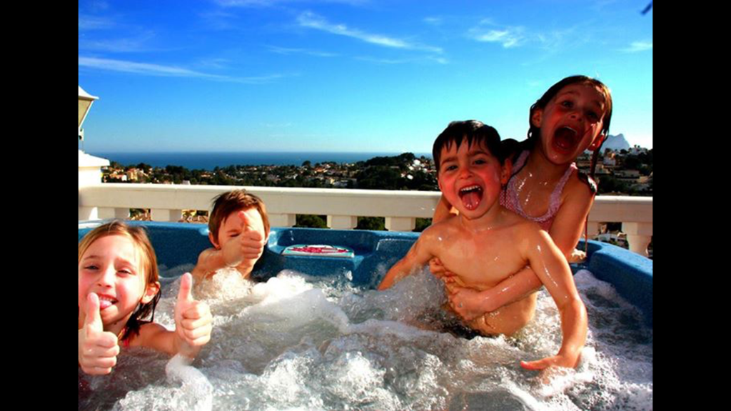 Geniet van een top Villa met alle faciliteiten (jacuzzi, zwembad 10x5, 2 BBQ's, fitness, biljart,..) met vol zeezicht aan extra korting!!