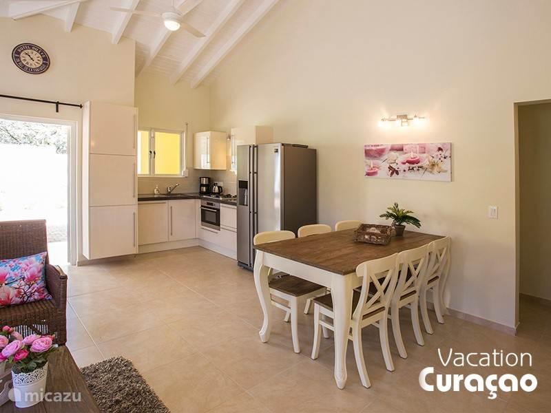 Gezellig woonkamer met open keuken