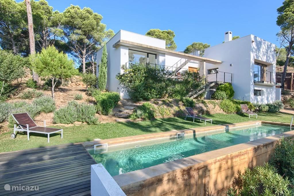 Villa met tuin en privé zwembad