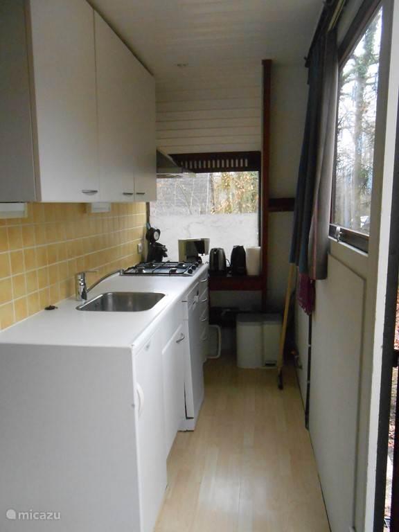Kitchen: dishwasher - thermos - coffee - Senseo - microwave - kettle - ... more than adequate kitchen supplies