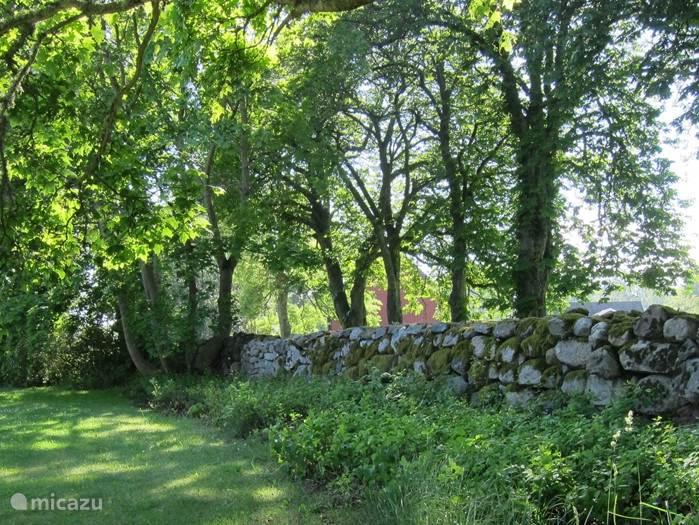 Traditionele Zweedse muur in de tuin