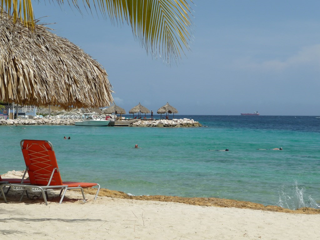 RELAX&ENJOY YOUR VACATION HERE! witte stranden met palmbomen en azuurblauw water Luxe villa voor 6 pers. 250m van het mooiste strand van Curacao