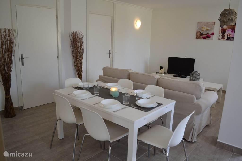 Appartement 1 eetkamer