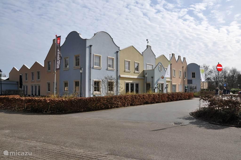 Entree familiepark 't Hooge Holt met receptie en faciliteiten