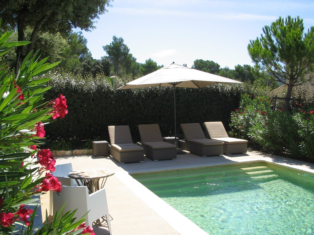 Heerlijk onthaasten in de mooie zonnige Provence. Villa met privé zwembad. Van 30 juni - 14 juli €100 korting per week..