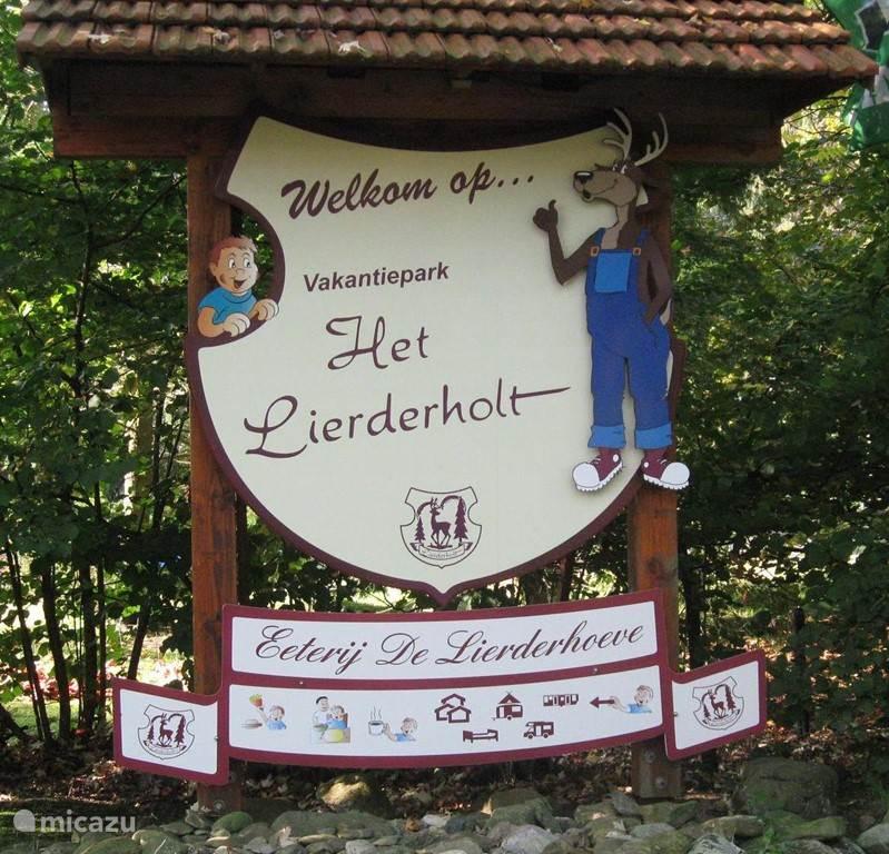 Vakantiepark Het Lierderholt ligt midden op de Veluwe waar u heerlijk kunt wandelen en fietsen.