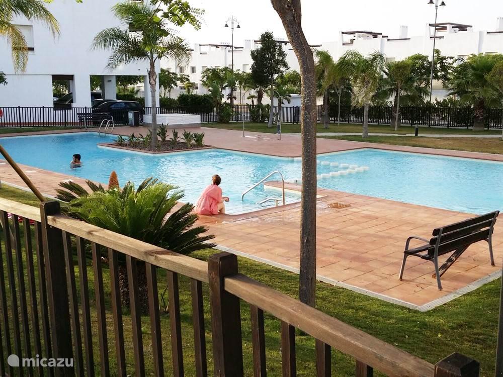 Een van de zwembaden van het  Resort ligt op 40 meter afstand van het appartement.