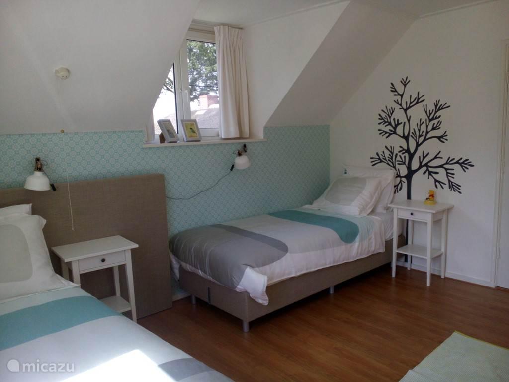 De Blauwe kamer ingericht als twee eenpersoonsbedden