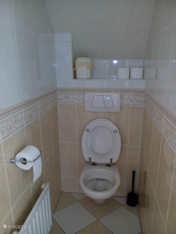 Aparte wc boven