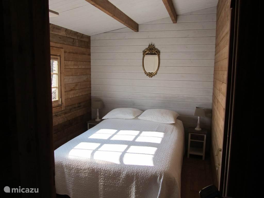 slaapkamer 1x 2 pers. 140x200 met ruime kledingkast