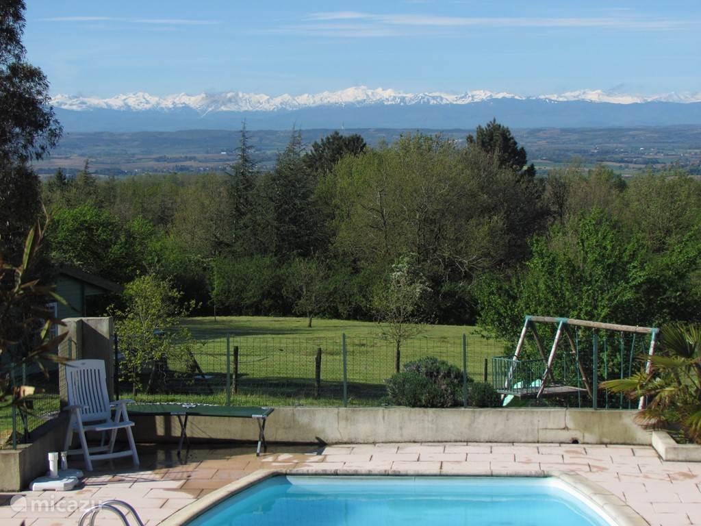 Uitzicht op de Pyreneeën vanaf het terras