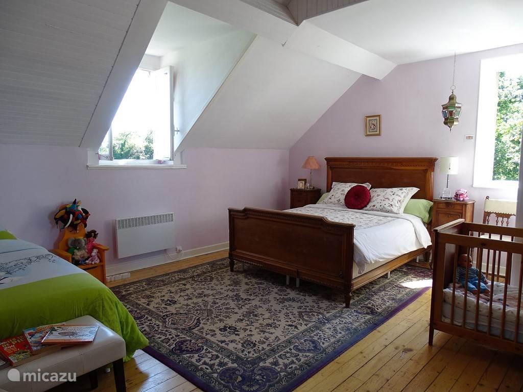 Vakantiehuis Frankrijk, Auvergne, Buxières-sous-Montaigut Bed & Breakfast 4 persoons familiekamer met ontbijt
