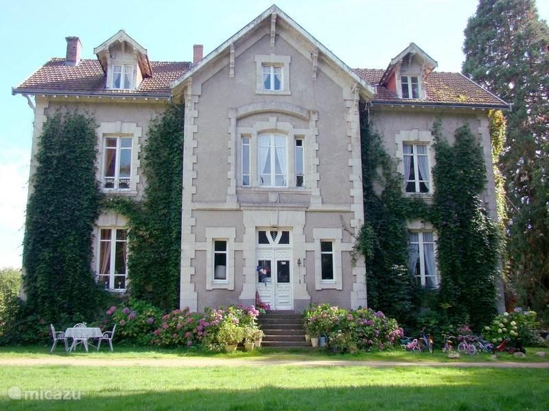 Voorzijde van Château la Perche