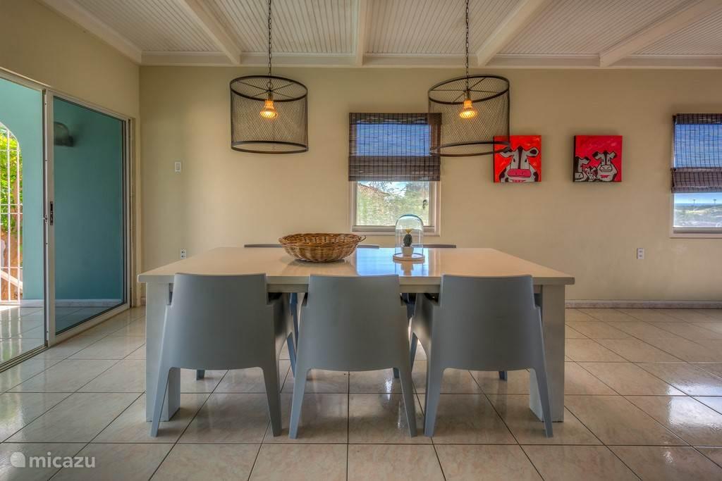 Woonkamer 70 m2 met luxe eetgedeelte