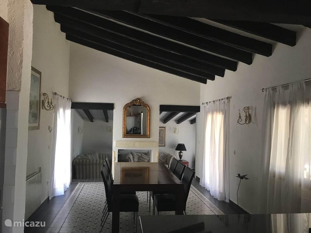 Villa Tres Palmas eetkamer