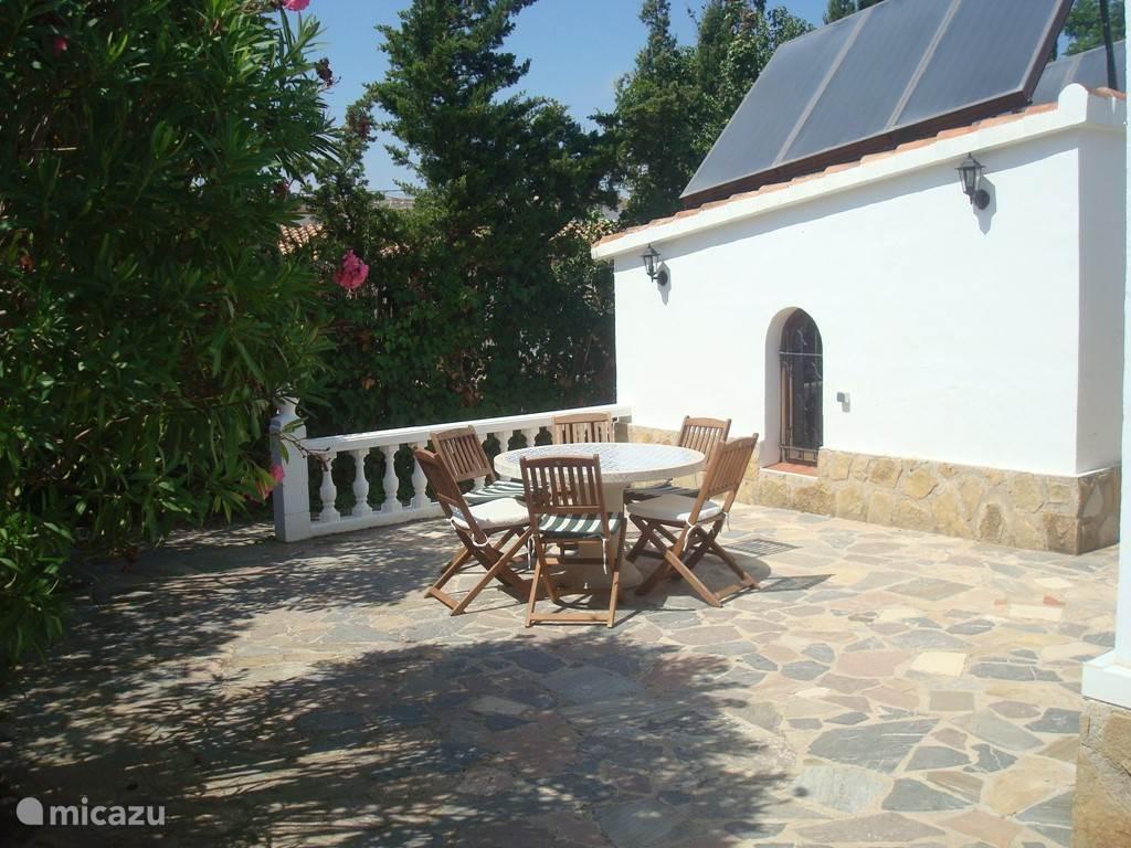Villa Tres Palmas terras achter