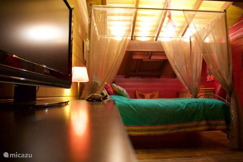 Indian romantic bedroom with four-poster bed