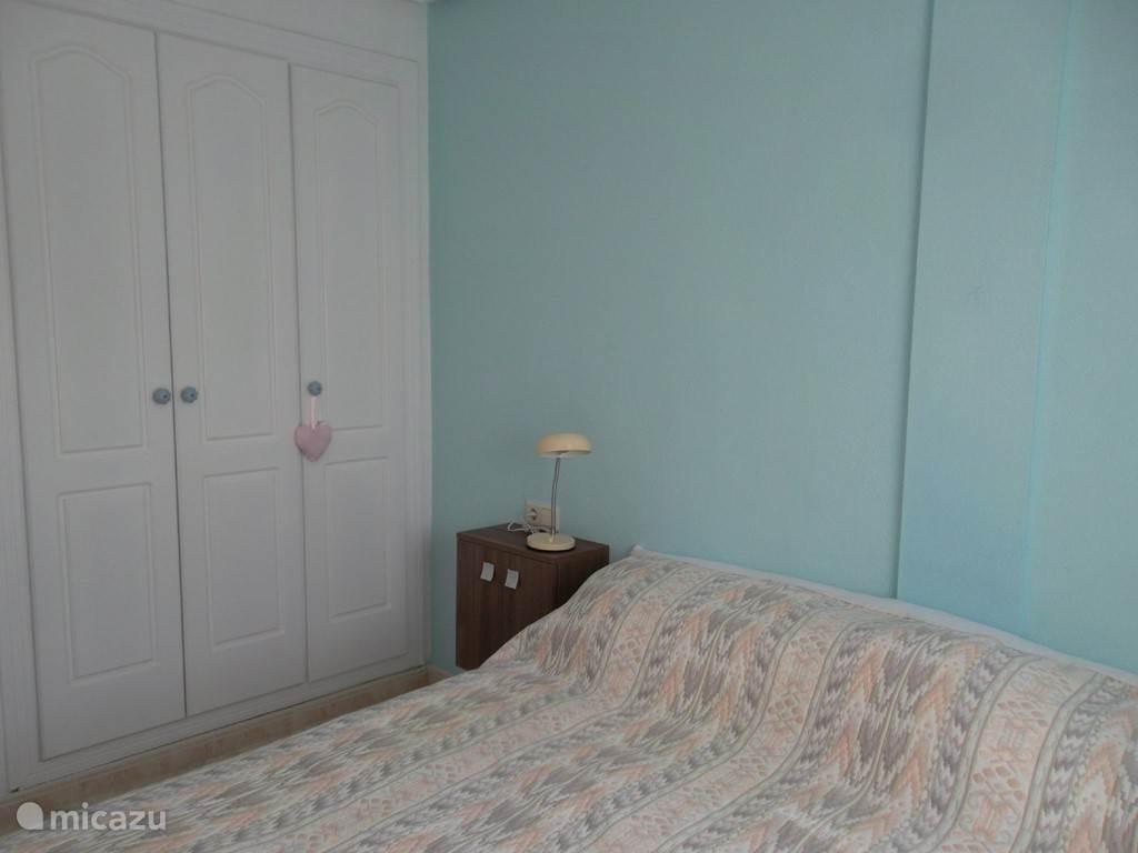 Ouderslaapkamer met vaste kastenwand
