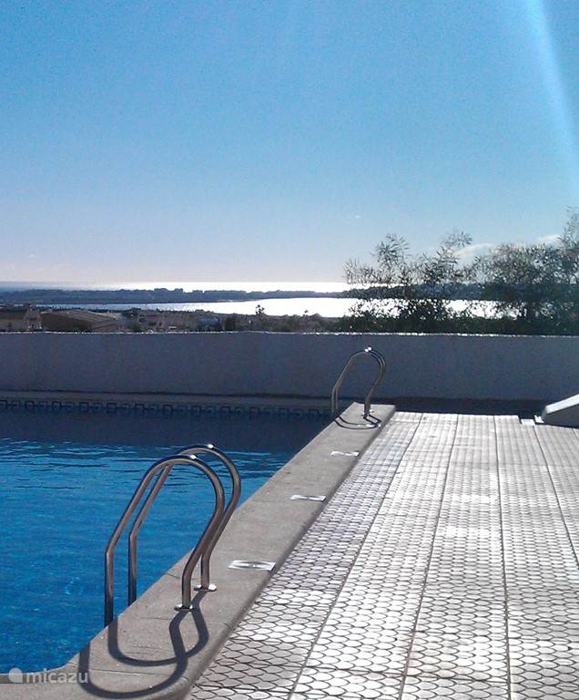 Zwembad met uitzicht over de zoutmeren.