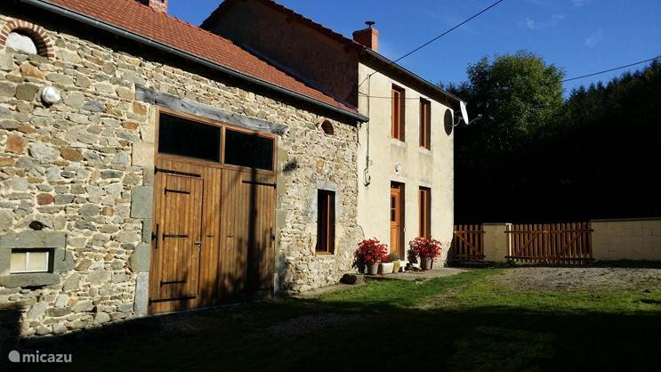 Vacation rental France, Auvergne, Saint Gervais D`auvergne farmhouse Maison La Peyroux
