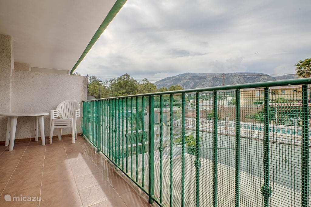 10 meter brede balkon met heerlijke uitzicht