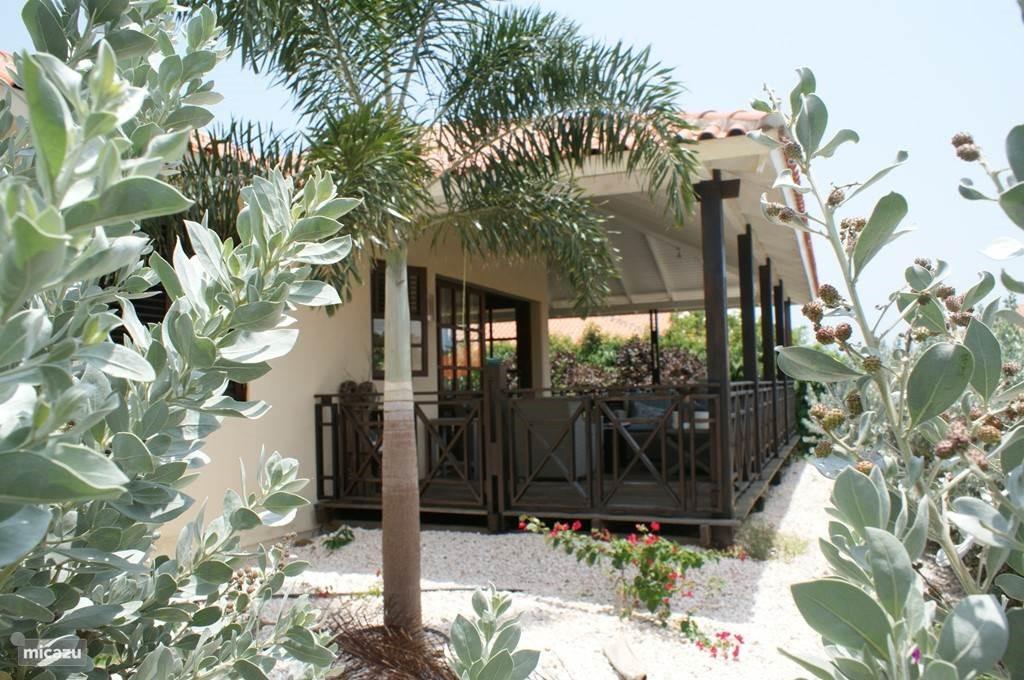 heel de maand oktober is de villa te huur voor 750,- per week!! Dit is incl. gas, water en licht, linnengoed, schoonmaak, beachpassen en ligbedden.