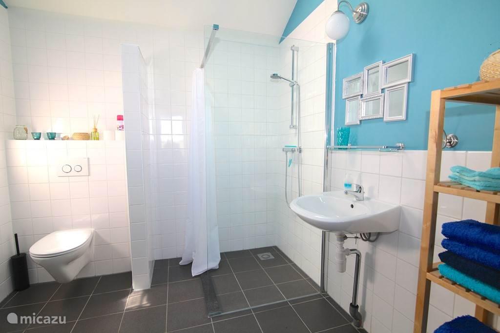 Uw eigen privé badkamer in het naastgelegen badhuis.