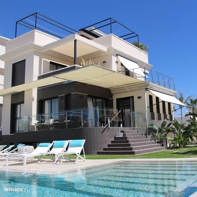 villa moderne luxusvilla la zenia in orihuela costa costa blanca spanien mieten micazu. Black Bedroom Furniture Sets. Home Design Ideas